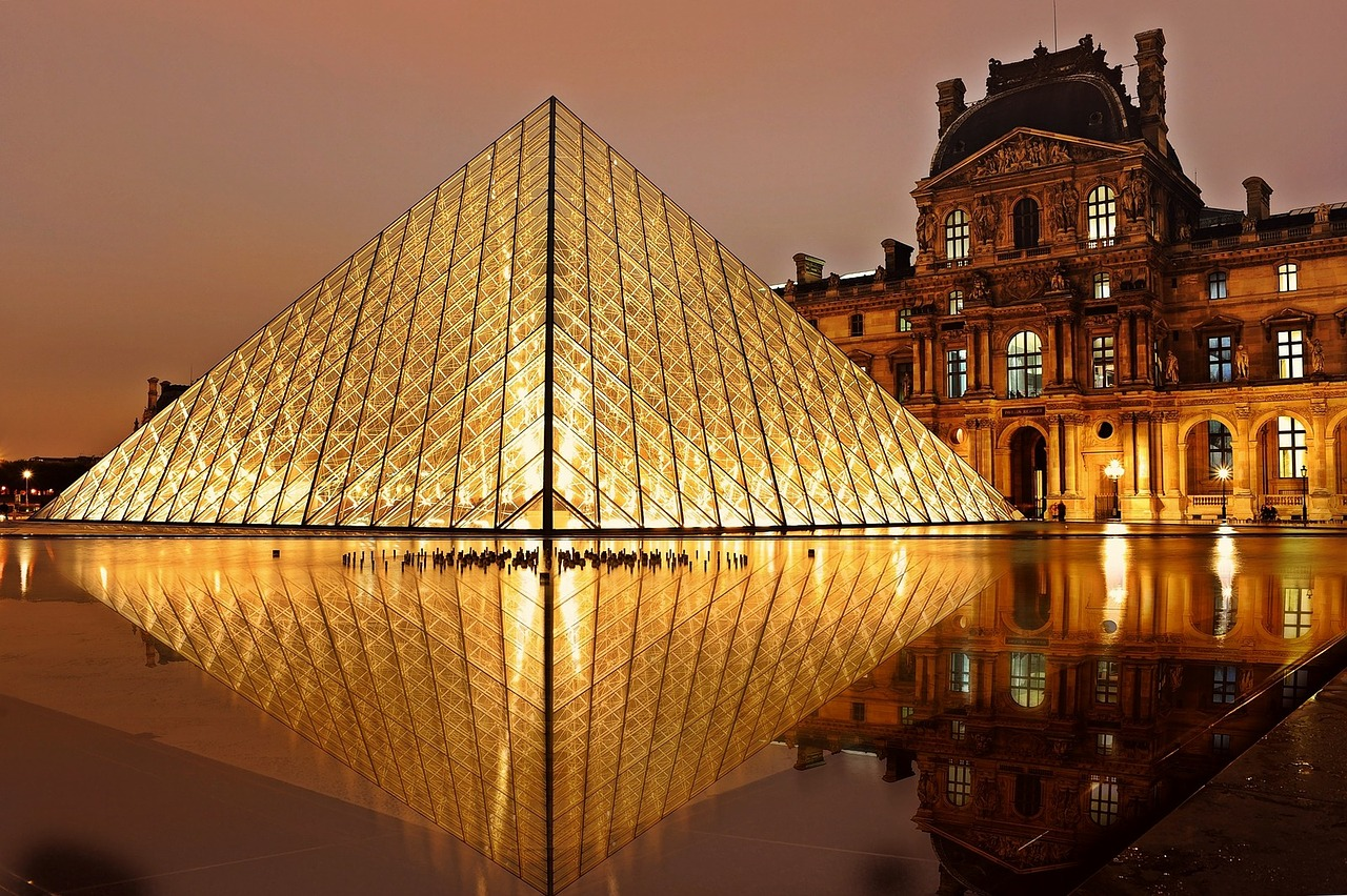 The Louvre| Paris in Autumn | Backpacking with Bacon