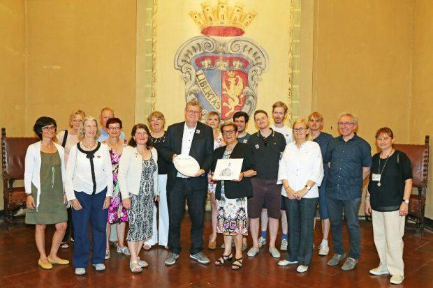 Mayor photo   Imola in Musica   Backpacking with Bacon