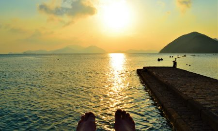 Sunset at Repulse Bay | Why Booking Last Minute is Smart | Backpacking with Bacon